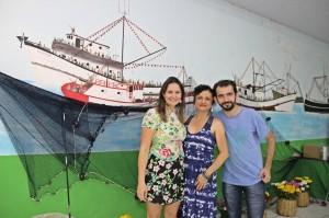 Renata Rosa (no meio) com os editores do livro Anderson Bernardes (à direita) e Fran Marcon (á esquerda)