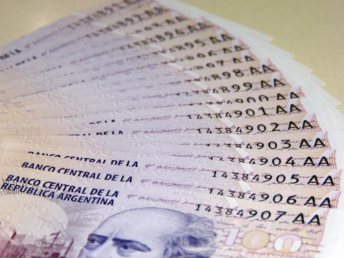 Cien_pesos_con_dos_letras_01