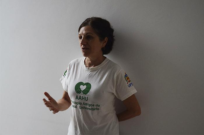 Sônia Maria trabalha há três anos como voluntária na AAHU