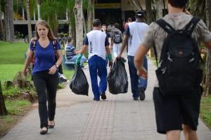 Trabalhadores terceirizados na Universidade. Fotografia: Francielle Cecília/Cotidiano UFSC