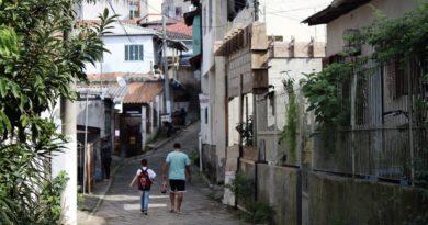 UFSC e prefeitura assinam termo que dá fim a processo de reintegração de posse da Servidão dos Lageanos, na Serrinha